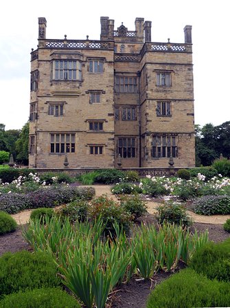 Padiham, UK: Rose garden at Gawthorpe Hall