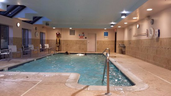 North Canton, OH: Nice large pool with lots of light and plenty of deck space!