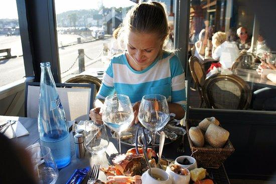 La Villa : Ужин с закусками из морепродуктов и четырьмя видами сыра, выделенными в отдельную категорию в ме
