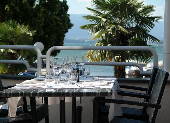Bellevue, Suiza: The restaurant terrace.