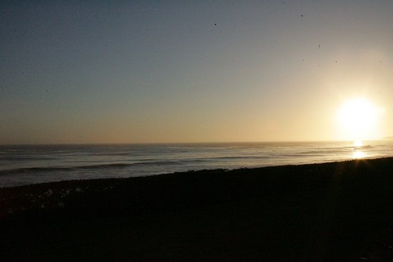 BEST WESTERN PLUS Cavalier Oceanfront Resort: Sunset from private patio