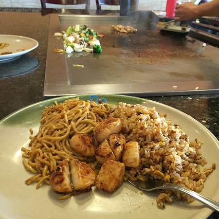 Poughkeepsie, NY: scallops with rice and noodles pre veggies