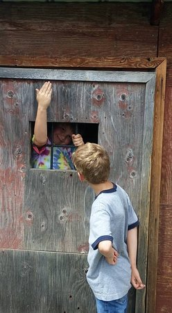 Vernon, Canada: Mini jail in the playground - kids loved it!