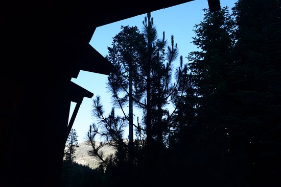 Three Rivers, Californien: sunset time on the Wuksachi Lodge porch