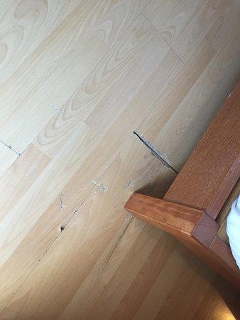 Bio Suites Hotel: Gulvet på rommet vårt.