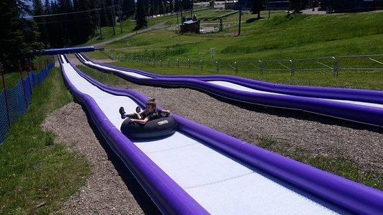 Βέρνον, Καναδάς: Summer tubing run