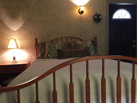 New Holland, Pennsylvanie : I was able to enjoy the yard, before going to dinner.  My room was exceptional too!
