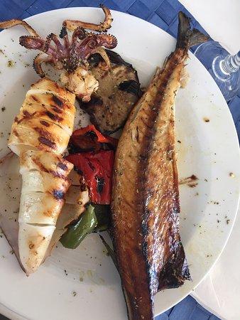 Une cuisine savoureuse , en particulier le Gouna ( maquereau séché et grillé) ainsi que le calam
