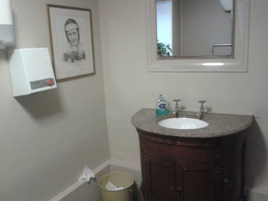 Allanton Inn: Washroom better than most. Fitting tribute to a hero from my youth.