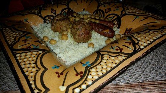 Le Beausset, ฝรั่งเศส: Couscous Merguez Boulettes de viande ...un délice!!!