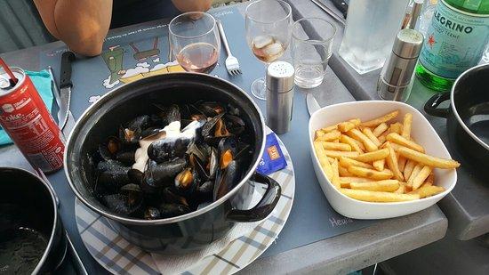 Asnelles, Prancis: 20160723_205255_large.jpg