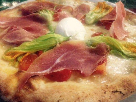 "Isola d'Arbia, Italien: Pizza ""Peccati di gola"""