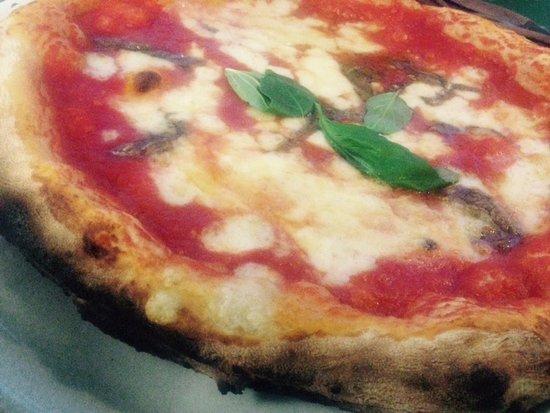 "Isola d'Arbia, Italien: Pizza ""Napoli"""