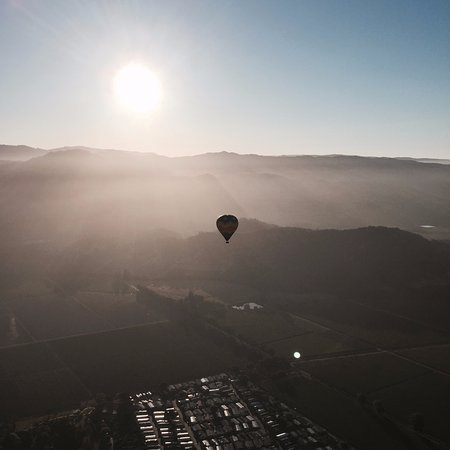 Yountville, Californië: sunrise over napa valley