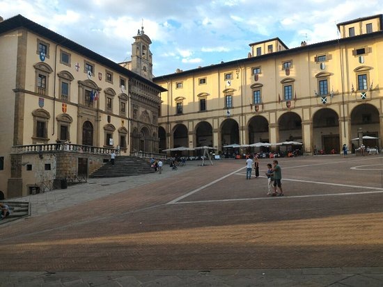 Arezzo, Italien: P_20160723_193833_large.jpg