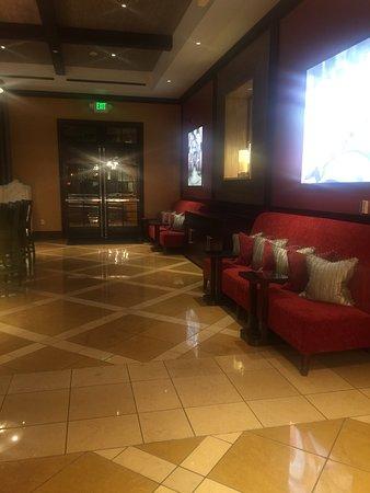 Cupertino, CA: Beautiful Lobby