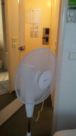 Le Blanc-Mesnil, France : ventilo a defaut de climatisation