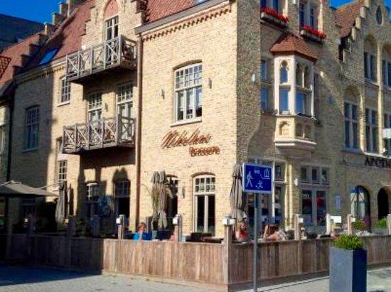 Diksmuide, Belgium: Prachtig terras voor niet rokers vooraan, rokers kunnen achteraan wel terecht.