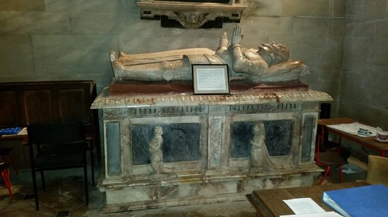 Charlecote, UK: Another tomb