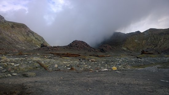 Whakatane, New Zealand: Steam from the main crater