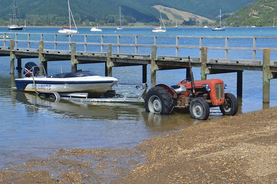 Smiths Farm Holiday Park: the special kiwi system of boat tractors