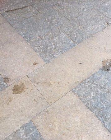 SENTIDO Palm Royale Soma Bay: stains