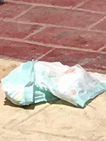 SENTIDO Palm Royale Soma Bay: dirty nappy