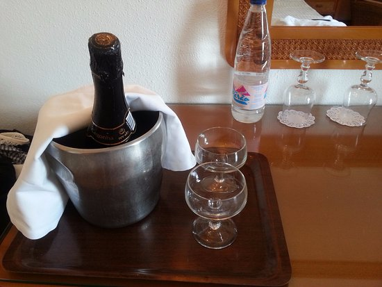 Hotel do Cerro : apology champagne