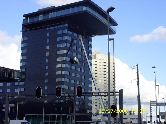 Inntel Hotels Rotterdam Centre: Now that's a ladder !!!