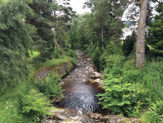 Blair Castle and Hercules Gardens: Beautiful garden with the magnificent castle