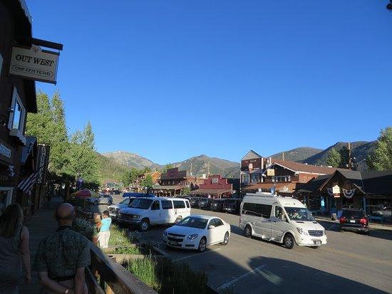 Lone Eagle Lodge: main street of Grand Lake