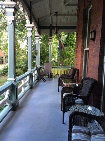 Hochelaga Inn Photo