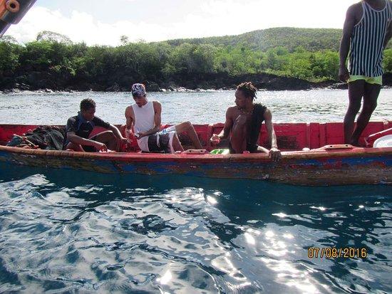 bahía de Marigot, Sta. Lucía: Bartering/buying fish from the local fisherman