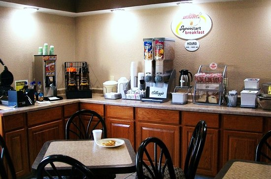 Rock Falls, IL: morning fix-it-yourself-breakfast room --always a welcome sight