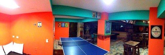 PitStop Hostel: bar
