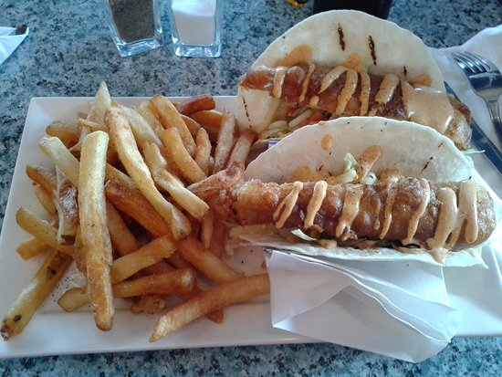 Peakes Quay Restaurant & Bar: Fish tacos with french fries