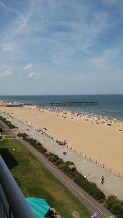 Hampton Inn Virginia Beach-Oceanfront South Photo