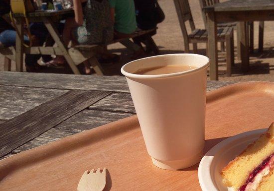 Kenilworth, UK: Tea and cake.