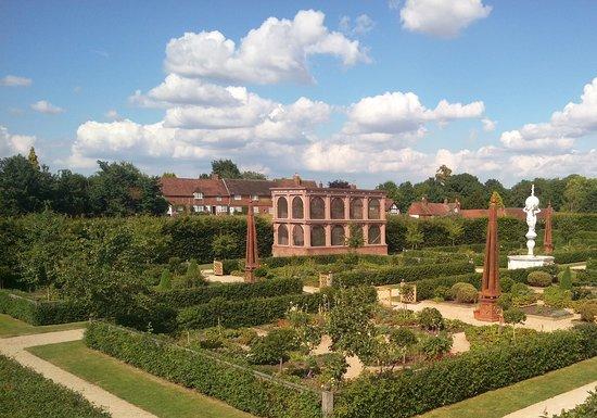 Kenilworth, UK: The beautiful garden.