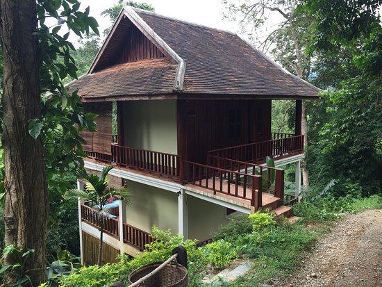 Ban Xieng Lom, Laos: 1棟2フロアで下の部屋に宿泊。