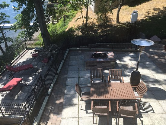 Penn Yan, Nowy Jork: Fire pit and out side decks