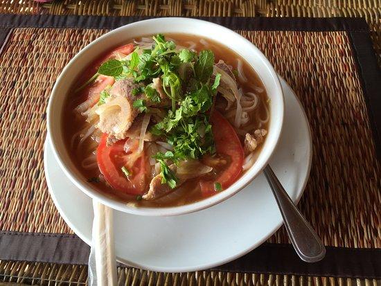 Ban Xieng Lom, Laos: カオソーイのような麺料理
