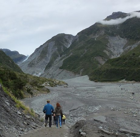 Beginning of the Franz Josef Glacier trail