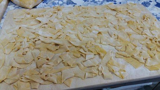 Roccastrada, Italien: Pici/tagliolini /pappardelle /tagliatelle La nostra pasta fatta in casa
