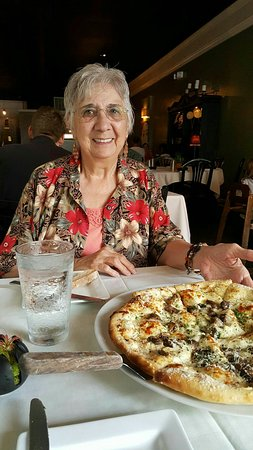 Chesterton, IN: Delicious house salad with the creamy basil dressing, and the mushroom pizza. DEE-LISH!!!