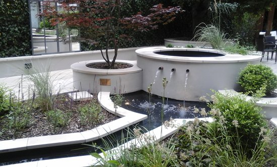 Garden / seating area at rear of Bedford Hotel - London