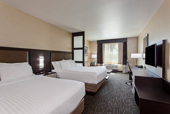 enchanted suite with 2 queen beds picture of holiday inn express rh tripadvisor com