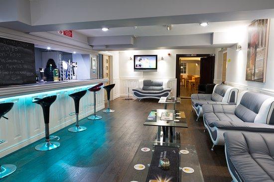Halifax, UK: Bar