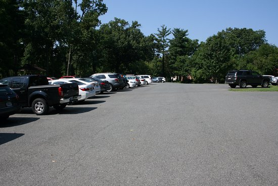 Silver Spring, MD : Large paved parking lot