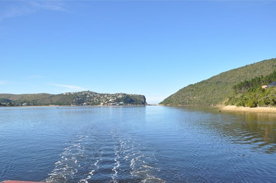 Knysna Lagoon : The Narrow Part of the Lake which connected to the sea